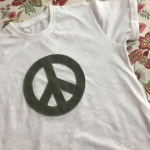 symbols-t-shirt-peacelove-verde-militare