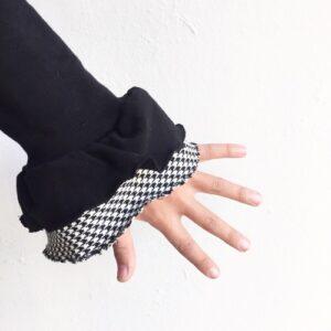 dettaglio-manica-a-campana-con-tessuto-pied-de-poule