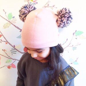 cappellino-doppio-pompon-cipria